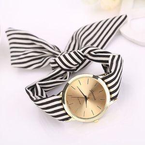 Accessories - 💕NEW! Women's fashion gold bracelet watch💕